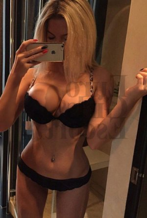 Avelina escort girls in Northglenn